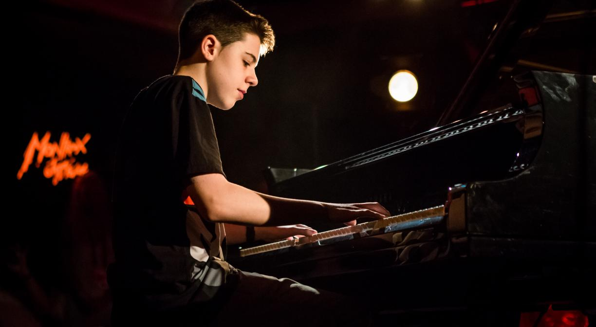 Esteban Castro, 13 years old, wins the 2016 piano competition
