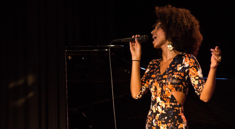 La nouvelle voix de cette édition est Alita Moses